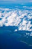 Flyg- sikt av staden och molnet Arkivfoto