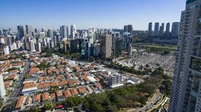 Flyg- sikt av staden av Sao Paulo Brazil, Itaim Bibi grannskap arkivbild