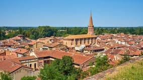 Flyg- sikt av staden av Villemur Sur Tarn den Haute Garonne franc arkivfoto