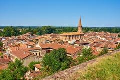 Flyg- sikt av staden av Villemur Sur Tarn den Haute Garonne franc arkivbild