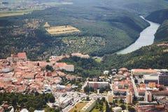 Flyg- sikt av staden Znojmo i södra Moravia, Tjeckien Royaltyfria Bilder