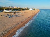 Flyg- sikt av stranden och havet i Costa Brava fotografering för bildbyråer