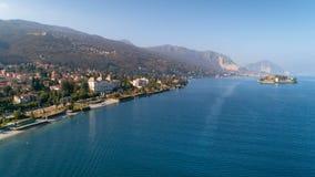 Flyg- sikt av Stresa på sjön Maggiore, Italien Arkivfoton