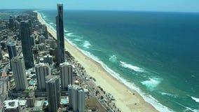 Flyg- sikt av surfareparadiset Gold Coast Australien lager videofilmer