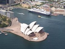 Flyg- sikt av Sydney Opera House Arkivfoton