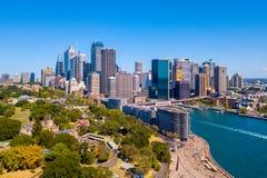 Flyg- sikt av Sydney Skyline och botaniska trädgården Arkivfoton