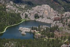Flyg- sikt av Sylvan Lake, SD royaltyfri fotografi
