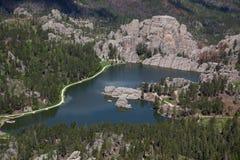 Flyg- sikt av Sylvan Lake, SD arkivfoto