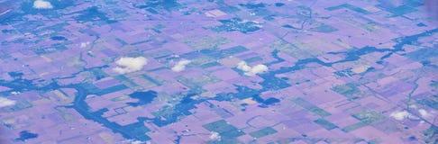 Flyg- sikt av topografiska landskap över midwest stater på flyg över Colorado, Kansas, Missouri, Illinois, Indiana, Ohio royaltyfri bild