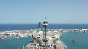 Flyg- sikt av tornet för kabelbil i Barcelona port arkivfilmer