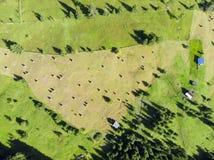 Flyg- sikt av trädgården med höbuntar Royaltyfri Fotografi