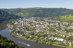Flyg- sikt av Traben-Trarbach på floden Moselle Royaltyfria Bilder