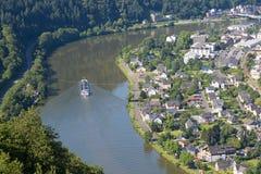 Flyg- sikt av Traben-Trarbach på floden Moselle Royaltyfri Foto