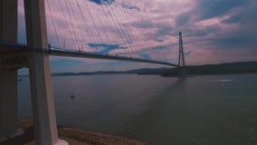 Flyg- sikt av trafik på bron, lager videofilmer