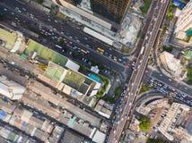 Flyg- sikt av trafikföreningspunkten och trans.vägen i stad, Arkivbilder