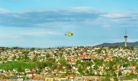 Flyg- sikt av Trondheim med flygambulanshelikoptern royaltyfri foto