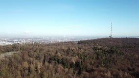 Flyg- sikt av TVtornet och staden av Stuttgart lager videofilmer