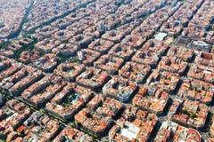 Flyg- sikt av typiska byggnader på det Eixample området Barcelo Arkivfoto