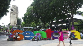 Flyg- sikt av underhållning komplex Sentosa, Singapore mitt av nöjesfältet och affärsföretaget arkivfilmer