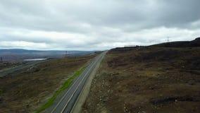 Flyg- sikt av vägar till horisonten med dalar och kullar lager videofilmer