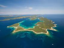 Flyg- sikt av Veli Rat på den Adriatiska havet ön Dugi Otok Arkivfoton