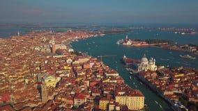 Flyg- sikt av Venedig och dess storslagna kanal stock video