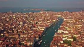 Flyg- sikt av Venedig och dess storslagna kanal arkivfilmer