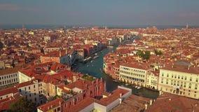 Flyg- sikt av Venedig och dess storslagna kanal lager videofilmer