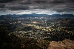 Flyg- sikt av Ventura County, Thousand Oaks, Simi Valley och Oak Park från Simi Peak Royaltyfri Foto