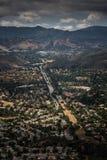 Flyg- sikt av Ventura County, Thousand Oaks, Simi Valley och Oak Park från Simi Peak Royaltyfria Bilder