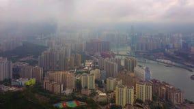 Flyg- sikt av Victoria Harbour, Hong Kong Downtown med regnstormen, Republiken Kina Finansiell omr?des- och aff?rsmitt in arkivbilder
