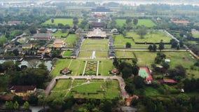 Flyg- sikt av Vietnam den forntida Tu Duc kungliga gravvalvet och tr?dg?rdar av Tu Duc Emperor n?ra ton, Vietnam En Unesco-v?rld stock video