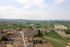 Flyg- sikt av vingårdarna av Barbaresco, Piedmont arkivfoto