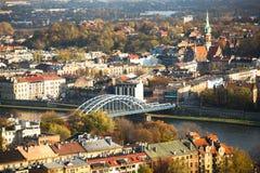 Flyg- sikt av Vistulaet River i det historiska centret Arkivbilder