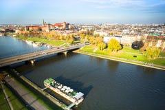 Flyg- sikt av Vistulaet River i det historiska centret Fotografering för Bildbyråer