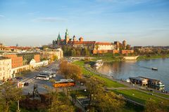 Flyg- sikt av Vistulaet River i det historiska centret Royaltyfria Bilder