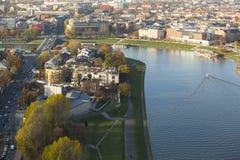 Flyg- sikt av Vistulaet River i det historiska centret Royaltyfri Bild