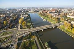 Flyg- sikt av Vistulaet River i det historiska centret Royaltyfri Foto