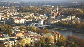 Flyg- sikt av Vistulaet River i det historiska centret Arkivfoton