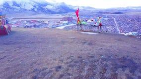 Flyg- sikt av Yachen Gar Monastery i Sichuan lager videofilmer