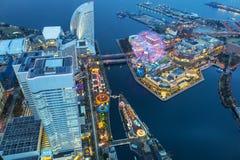 Flyg- sikt av Yokohama på skymning Royaltyfri Foto