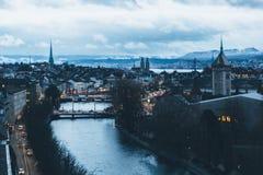 Flyg- sikt av Zurich horisont på gryning Arkivfoto