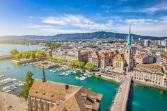 Flyg- sikt av Zurich med floden Limmat, Schweiz Royaltyfria Bilder