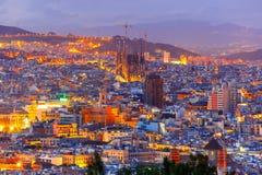 Flyg- sikt Barcelona på natten, Catalonia, Spanien royaltyfri foto