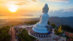 Flyg- sikt den stora Buddha för försköna i den Phuket ön Arkivbild