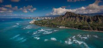 Flyg- sikt Diamond Head och Waikiki Arkivfoton