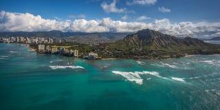 Flyg- sikt Diamond Head och Waikiki Arkivfoto