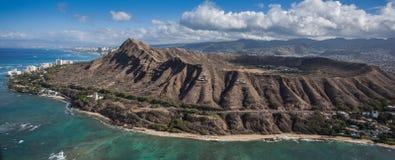 Flyg- sikt Diamond Head och Waikiki Oahu Royaltyfri Bild