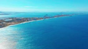 flyg- sikt En pittoresk seende sikt av en l?ng sand spottad la-Manga, Spanien arkivfilmer