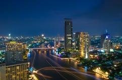 Flyg- sikt för Bangkok stad i skymning arkivfoton